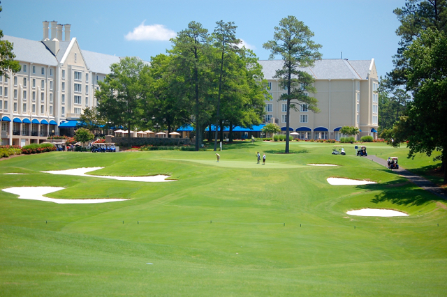 Duke finishing hole with hotel