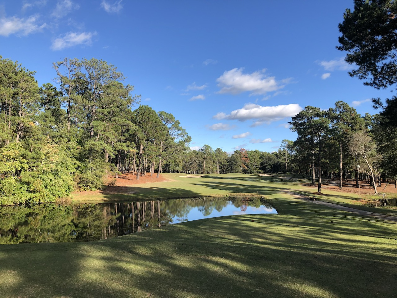 Columbia CC par 4 over water